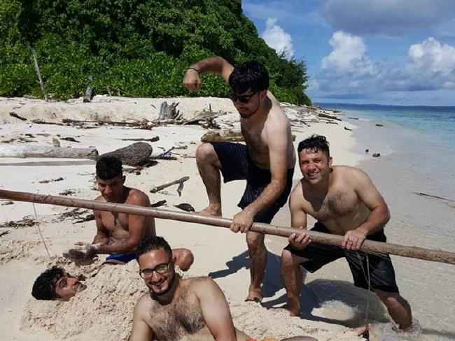 Activist asylum seekers on Manus Island holiday in paradise while claiming life is hell